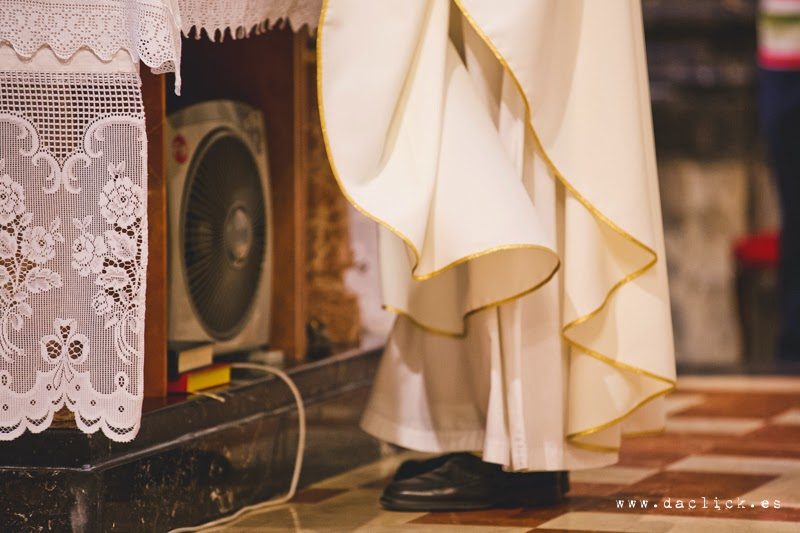 ventilador dirigido al cura de la iglesia