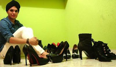 Victor compra sapatos pela internet por causa do tamanho do calçado (Foto: Victor Kláus/Arquivo pessoal)