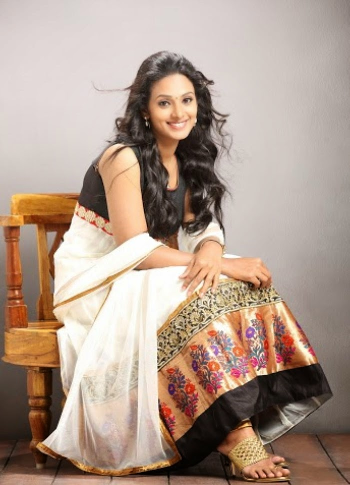 Tamil Actress Nazima Kareem Photoshoot Stills