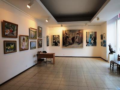Фрагмент экспозиции в галерее Митець