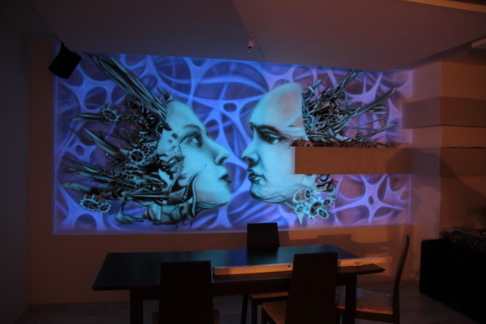 Black light mural, malowidło ścienne 3D, jest to biomechanika namalowana farbami UV, obraz świeci w ciemności. Inowrocław
