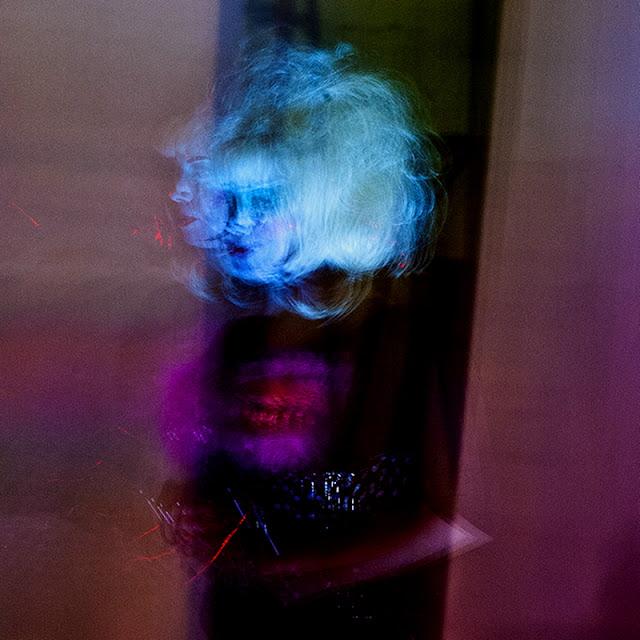 Singer Erleen Nada #2 @ Red Zebra (C)2012 Glenn Primm