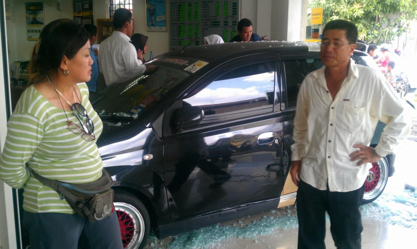Gambar Kereta Viva Rempuh Maybank Di Sabak Bernam
