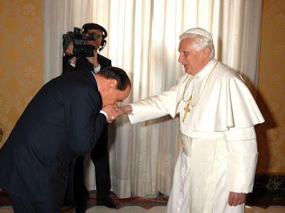 Silvio Berlusconi, el Vaticano y la Orden Constantina Berlusconi-visita-papa
