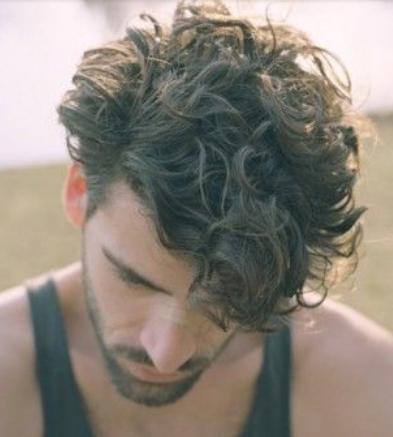 model rambut ikal pria dan keriting