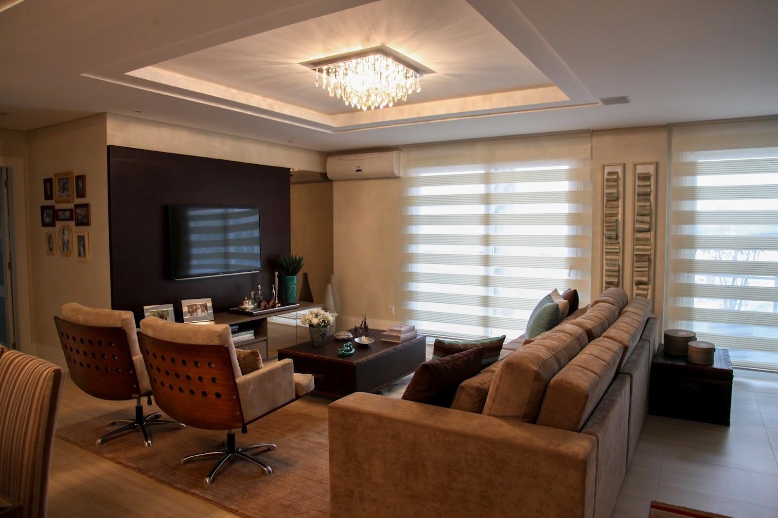 Meu pal cio de 64m apartamento decorado moderno e for Sala de estar marron