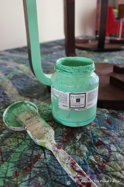 Fusion Mineral Paint, paint, stencil, color, http://bec4-beyondthepicketfence.blogspot.com/2015/05/fusion-mineral-paint-giveaway.html