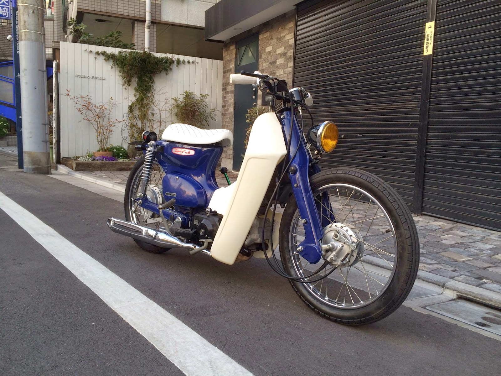 CUSTOM SUPER CUB FROM JAPAN 03 - CRAZE GENUINE CUSTOM