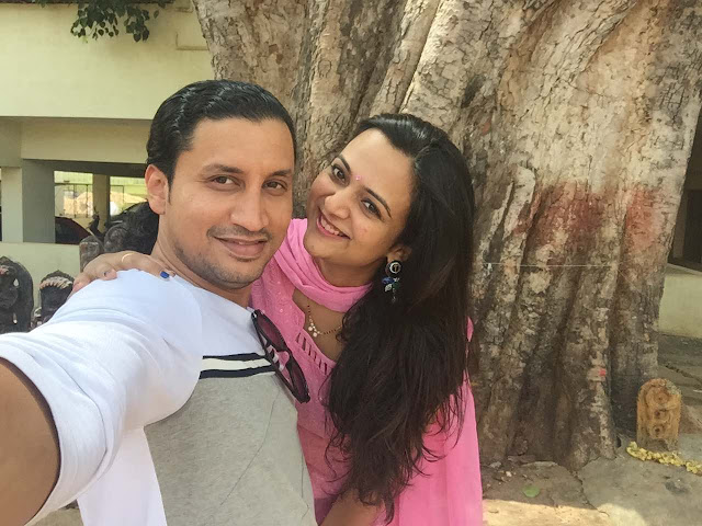 couple selfie, pink salwar khameez, married indian couple, salwar khameez online