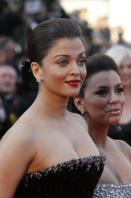 Aishwarya Rai Looking fatty in this black dress at Cannes