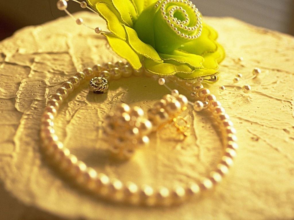 http://1.bp.blogspot.com/-dId_Jbvbe1Q/TiQpH-RuuiI/AAAAAAAABXE/7Voh-7MzXVA/s1600/Latest%2BModel%2BPearl%2Bjewelry%2Bhd%2Bquality%2Bwallpapers%2Bfree%2Bdownload.jpg