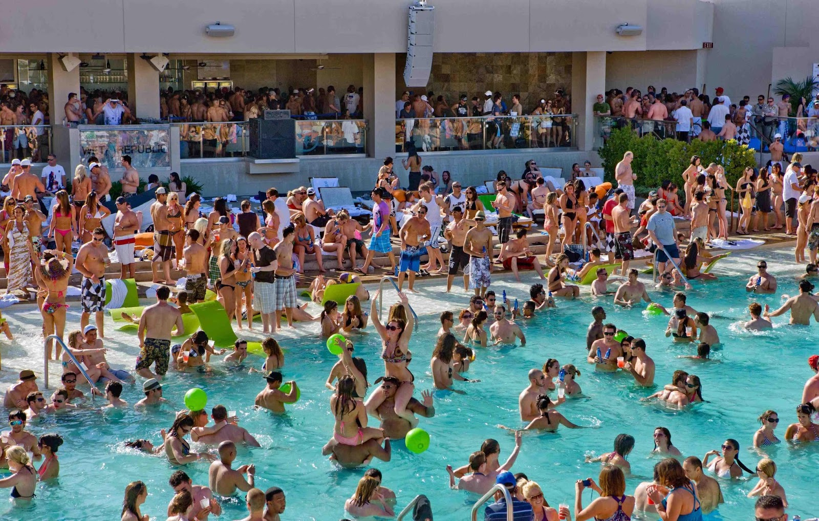 las-vegas-pool-parties-2.jpg