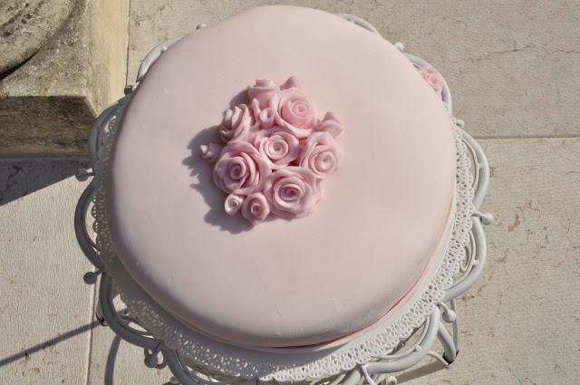 torta rosa con rose