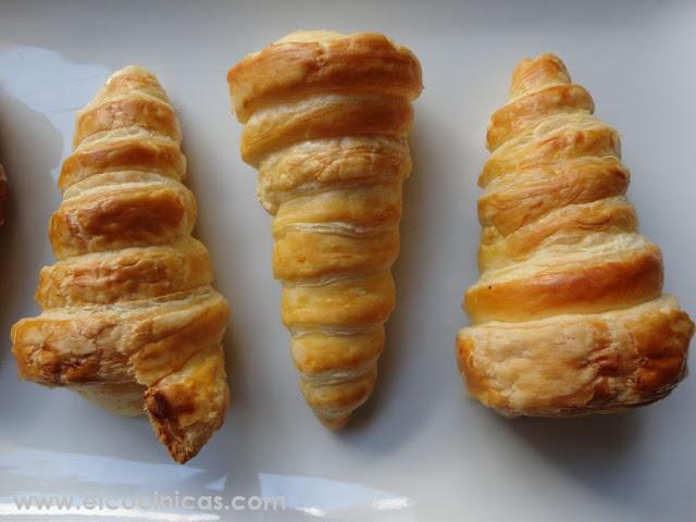 Barquillos de hojaldre rellenos de crema pastelera