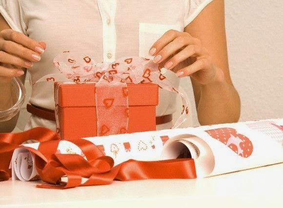 Як зробити коханому приємно  ідеї подарунків своїми руками до Дня всіх  Закоханих 802bce7b0b6a5