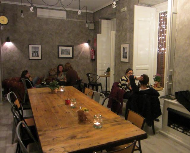 Sala en la segunda planta, Mur Café.