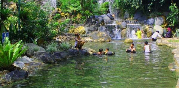 Wisata Alam Bandung Utara Pemandian Air Pnas Ciater