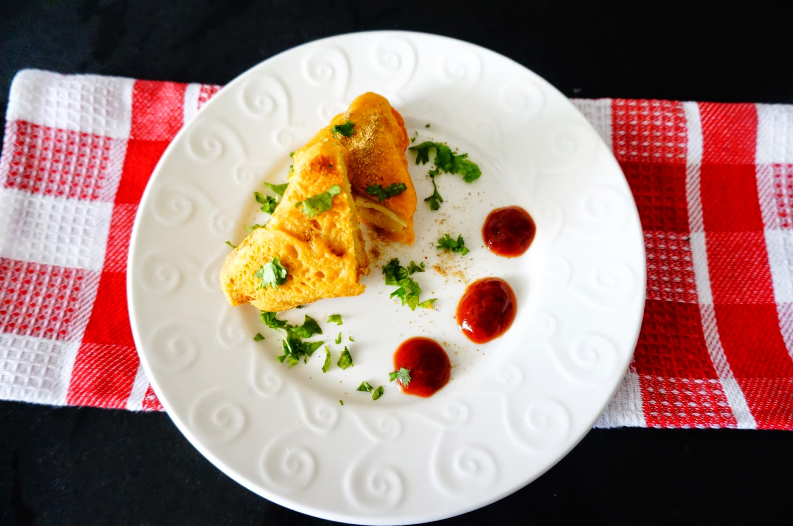 bread Pakora, Bread Pakoda, Indian street food, breakfast, vegetarian snack