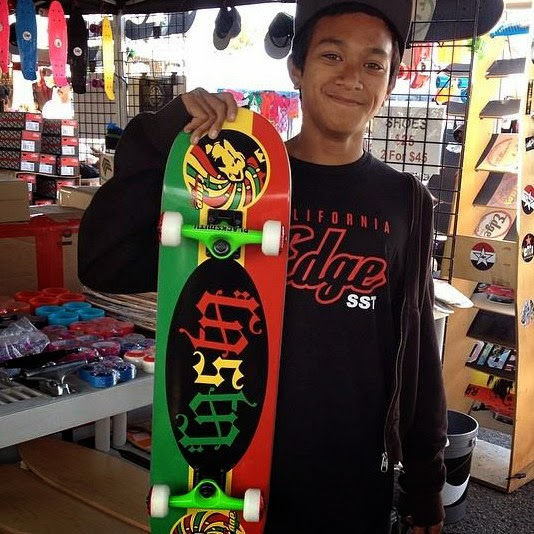 Tone Rullan with his Ambigram The Word Rasta Skateboard from Edge SST
