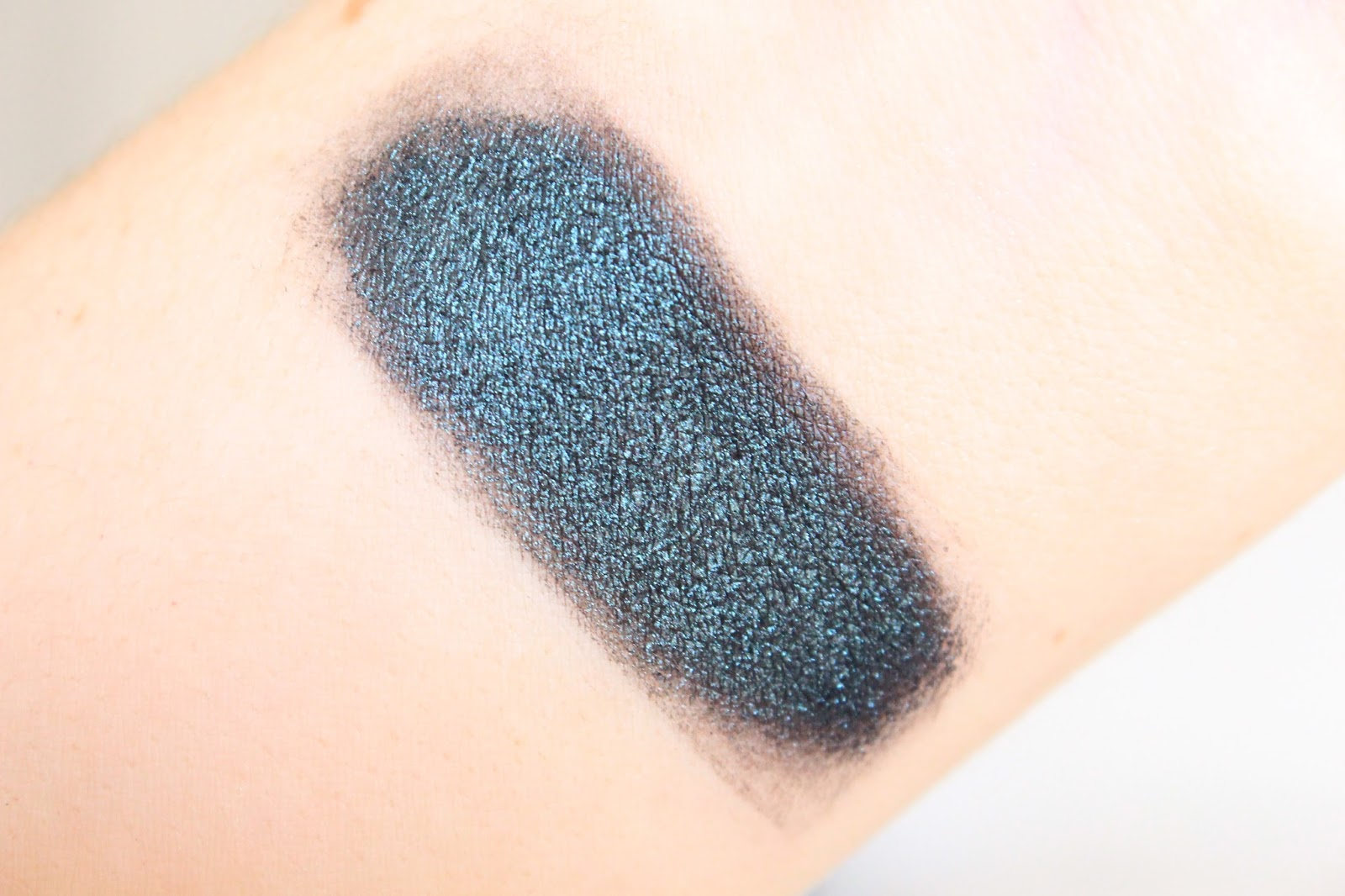 mac deep blue green pigment swatch