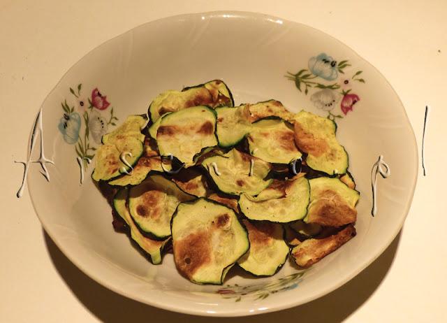 Arsenic w kuchni: chipsy cukiniowe