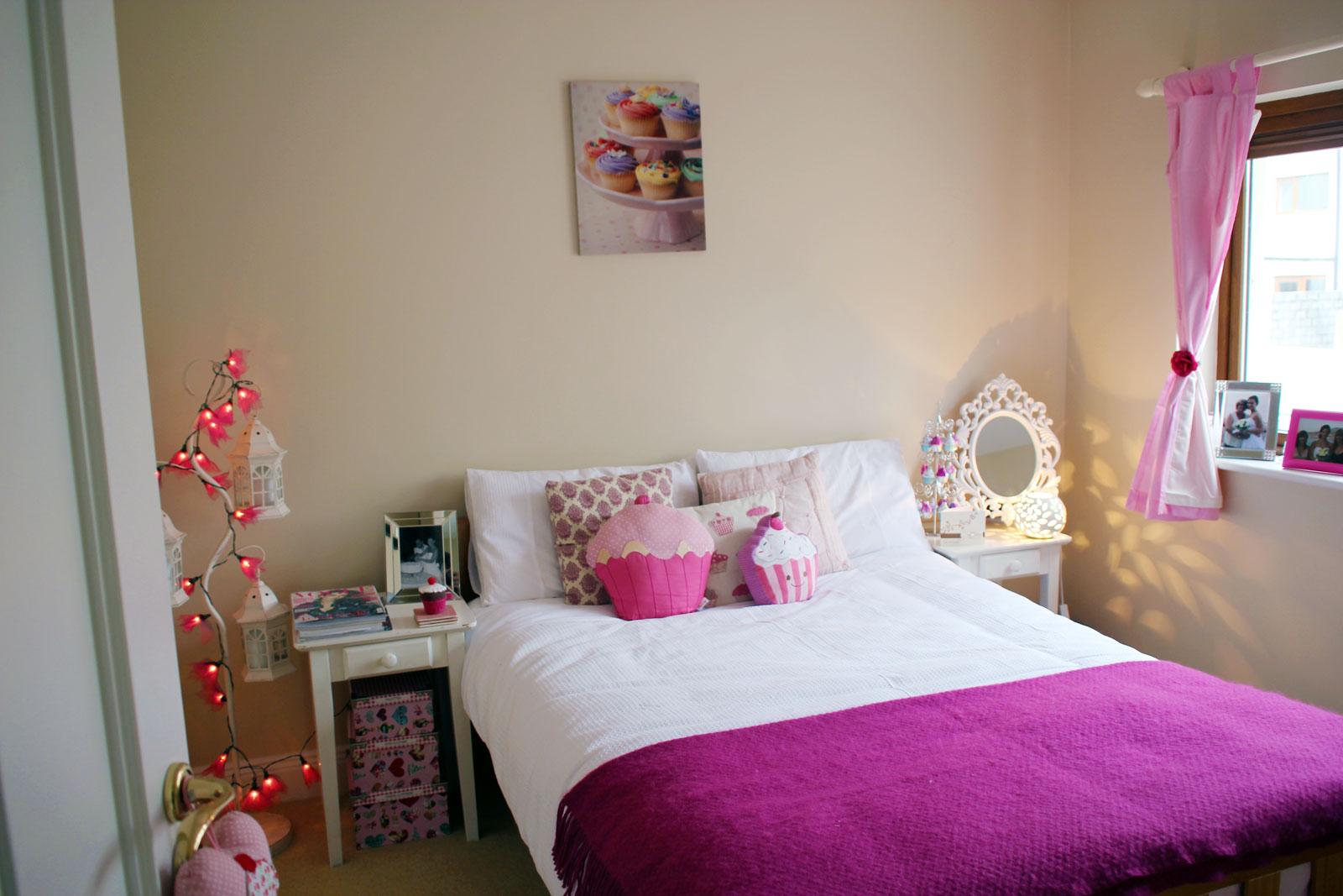 http://1.bp.blogspot.com/-dKBnTY82nrE/UVTTMXD7NPI/AAAAAAAAOgU/FS-Ez_oLiH8/s1600/Anna-Saccone-Cupcake-Room.jpg