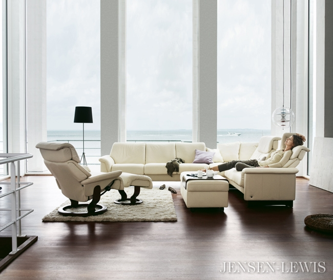 Leather Reclining Sectional Sofas