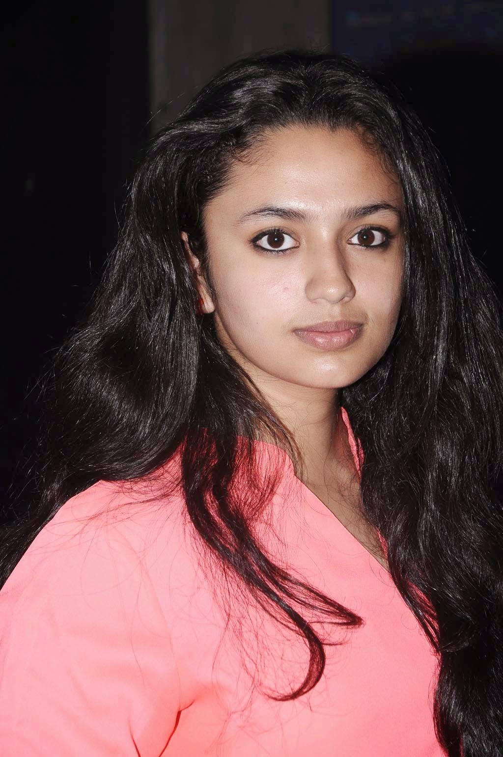 Cuckoo Movie Actress Malavika Nair In Jeans Latest Photos Gallery ...