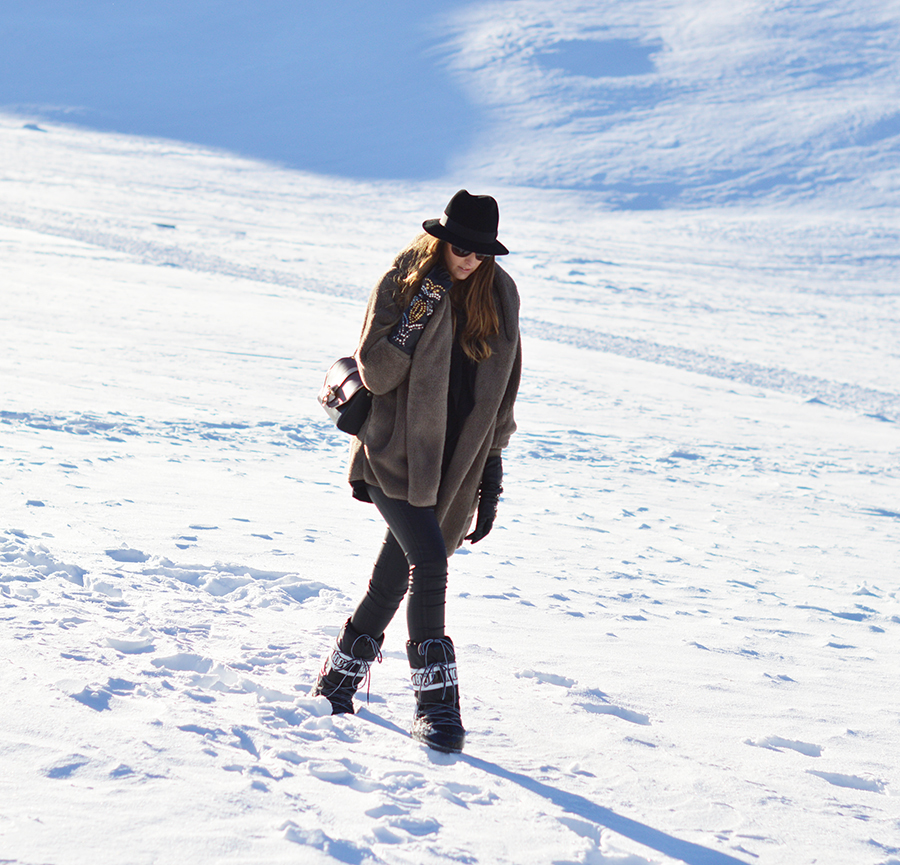 livigno, fashion blogger livigno moon boot, givenchy obsedia bag, elisa taviti fashion blogger, panizza hat, winter look, winter outfit fashion blogger, sheinside coat, zara gloves