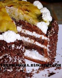 Шоколадно-банановый торт со взбитыми сливками