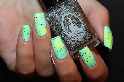 green // mint gradient neon nail art