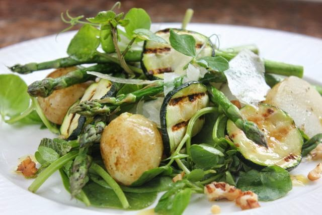 New potato and asparagus salad