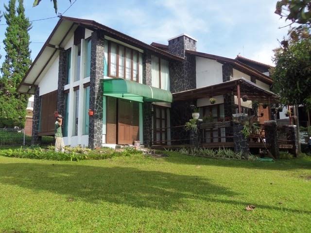 http://vilaistanabungavilage.blogspot.com/2014/02/penginapan-villa-istana-bunga-di.html