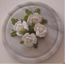 Jag vann fyra super söta porslins rosor hos Mitt liv i vitt
