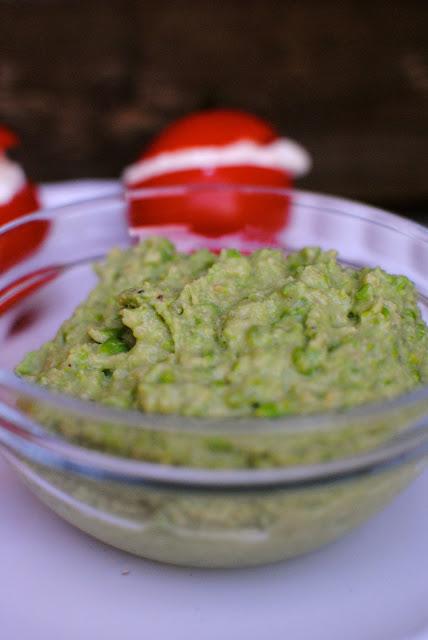 hummus, ärtor, gröna ärtor, hummus på gröna ärtor, recept, tillbehör till grillat