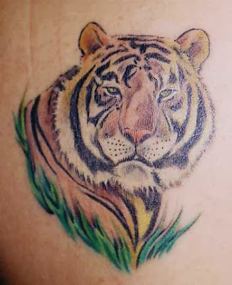 Tatuagens Femininas de Tigre nas Costas