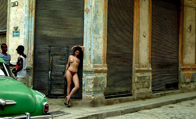 Nanda Costa nua na Playboy de agosto