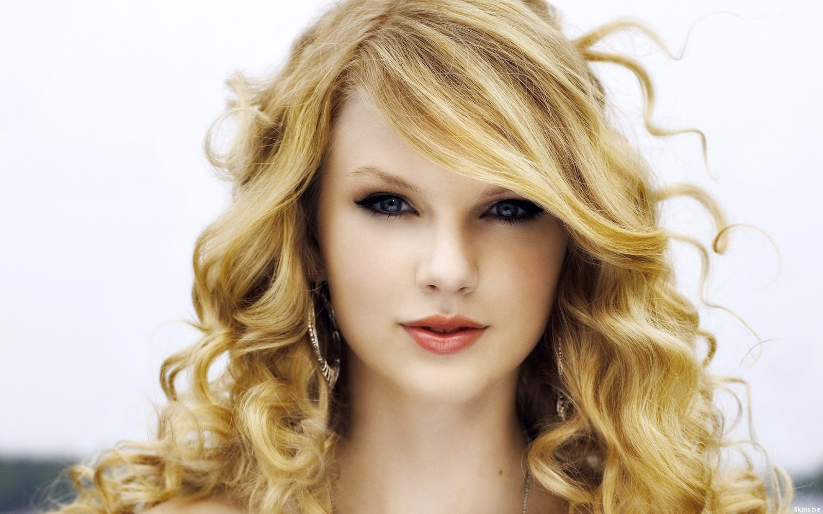 http://1.bp.blogspot.com/-dLtvvCNXIQ4/T5j_3Ig5Q1I/AAAAAAAAAC0/uGRNfMC-6O4/s1600/Cute-doll-babe-taylor-swift-blonde-girl-biography-2012-8.jpg