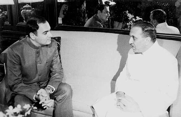 General Muhammad Zia-ul-Haq Meeting With Rajiv Gandhi