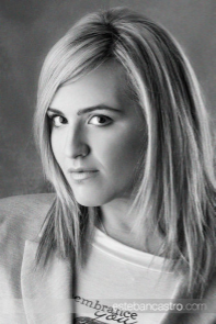 Alessandra Neymar, autora de Mírame y Dispara
