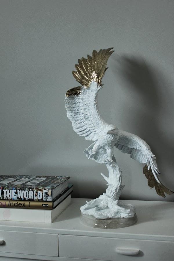 diy inredning, diy fågel, spraya med guld och vitt, örn, inredningsdetaljer vitt och guld, blogg diy