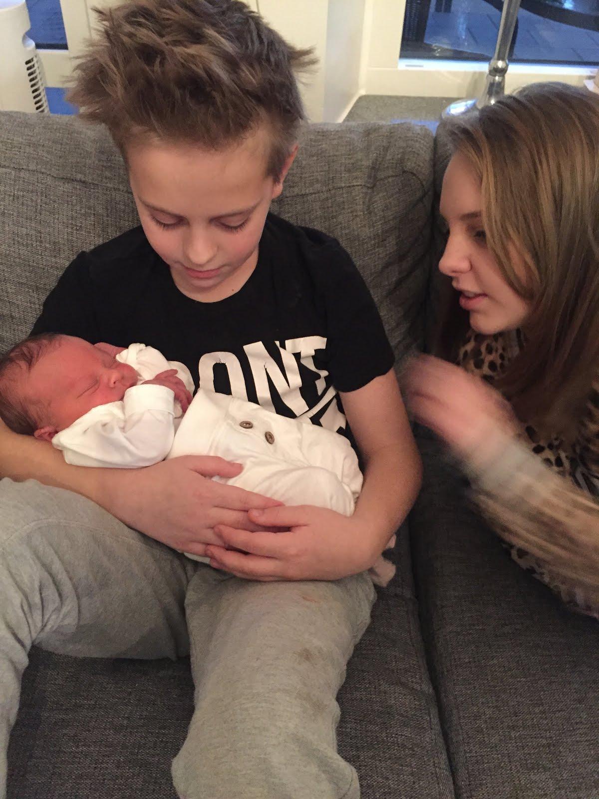 Alicia, Dewin och lillasyster Noelle