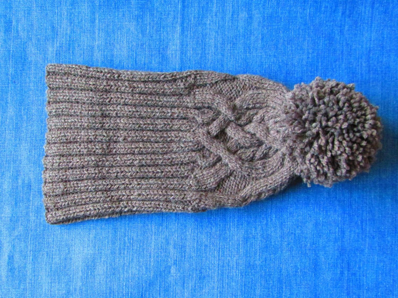схема вязания женской шапки с отворотом и косами спицами