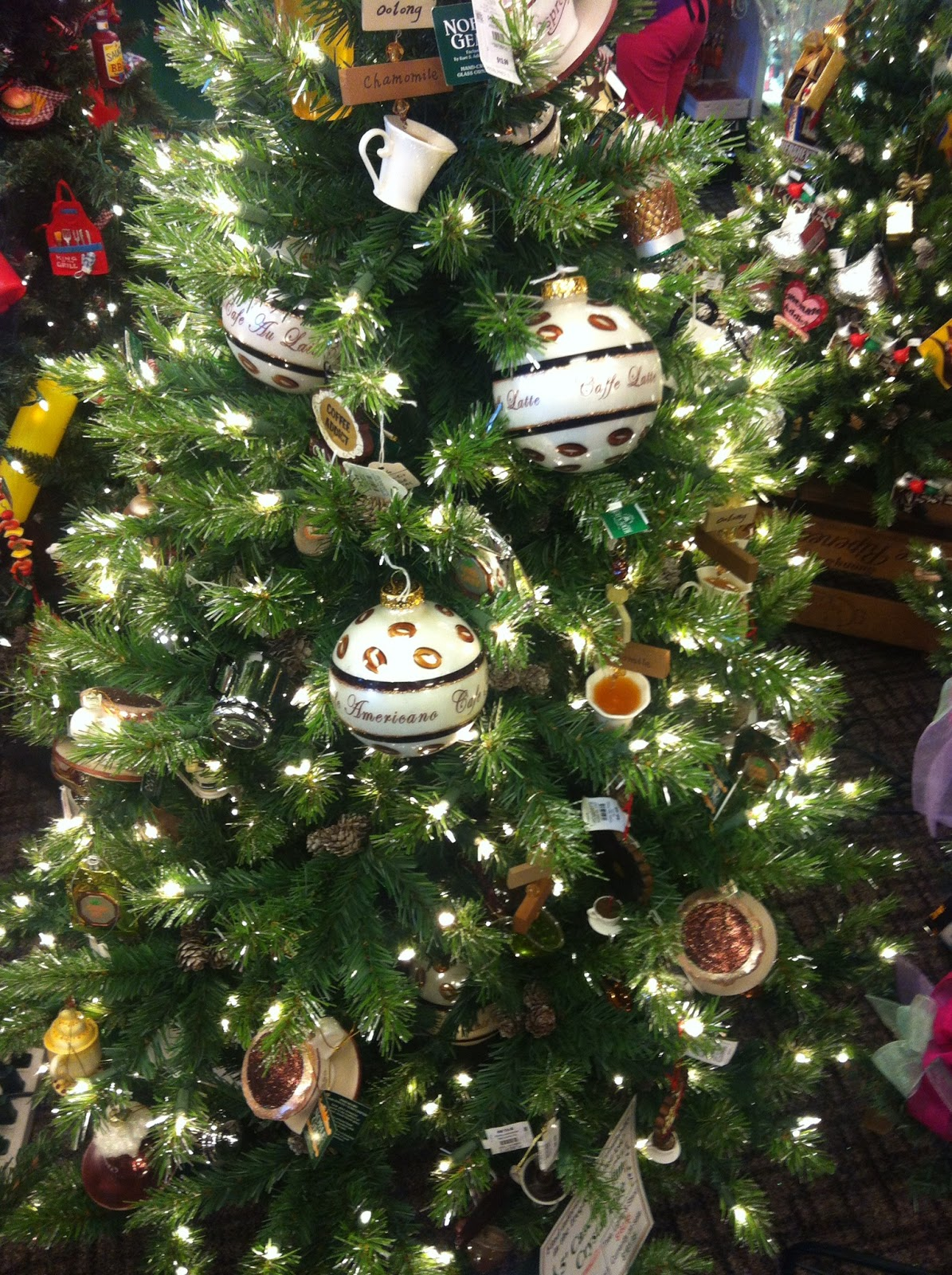 Christmas Tree Decorating Themes | I Run For Wine