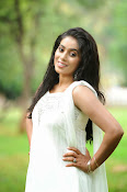 Poorna latest Glam Pics from Nuvvala Nenila Movie-thumbnail-8