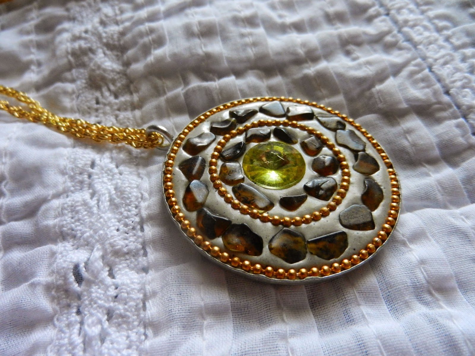 medallion fashion necklace