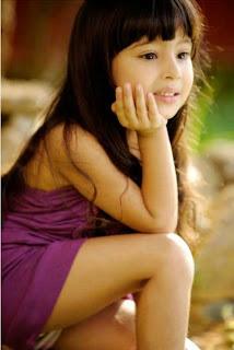 Gaya rambut panjang lurus untuk anak perempuan