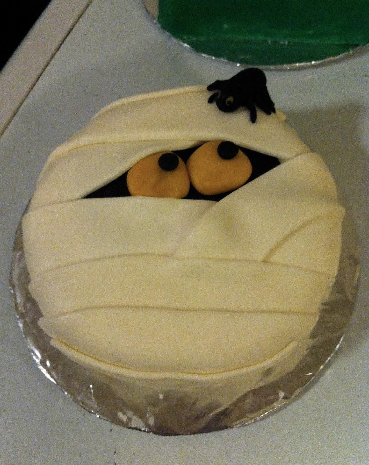 Sweet Amp Simple Custom Cake Design