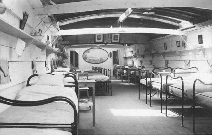 Navires hôpitaux - Page 4 Image+1
