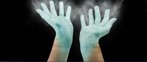 El tratamiento del hongo de las uñas por la celidonia mayor y yodinolom